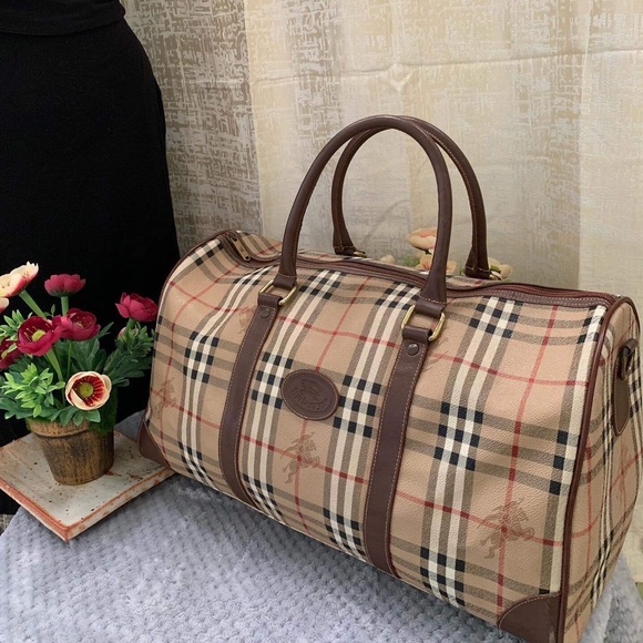 Burberry Handbags - BURBERRY VINTAGE DUFFLE/BOSTON BAG VGUC